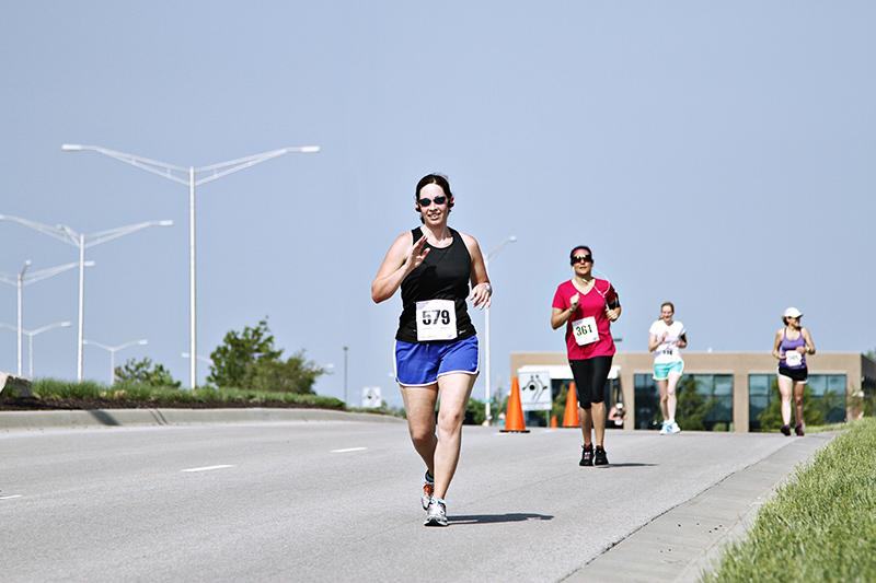 Go Girl Run Kansas City Half Marathon, Jonathan Stephanoff Photography {PilotingPaperAirplanes.com}
