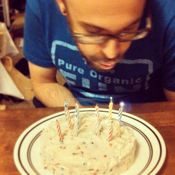 Birthday cake Ditch the bandwagon {PilotingPaperAirplanes.com}