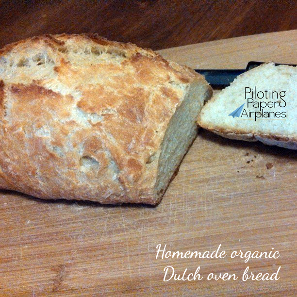 Homemade organic Dutch oven bread {PilotingPaperAirplanes.com}